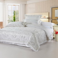 Regards White 4 PCs Luxury Bedding Sets